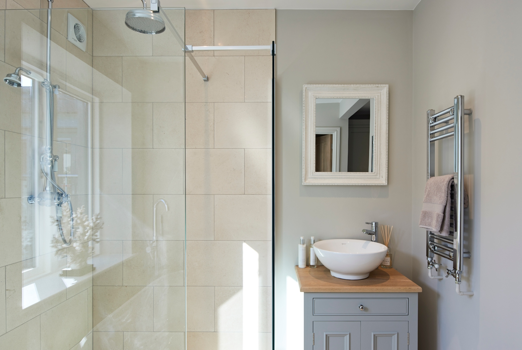Grey bathroom - Interior Design