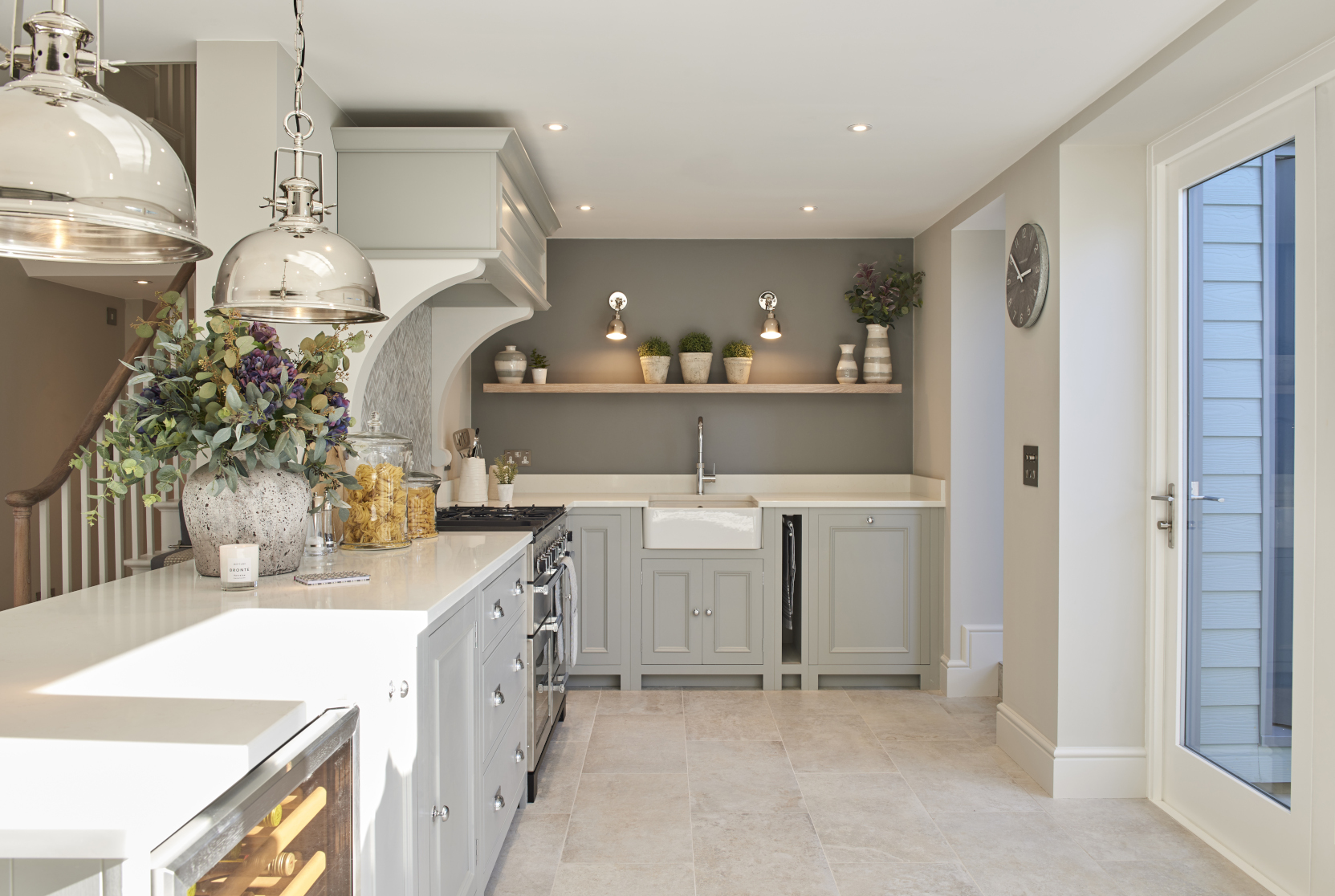 Neptune Chichester Kitchen with pendants - Interior design