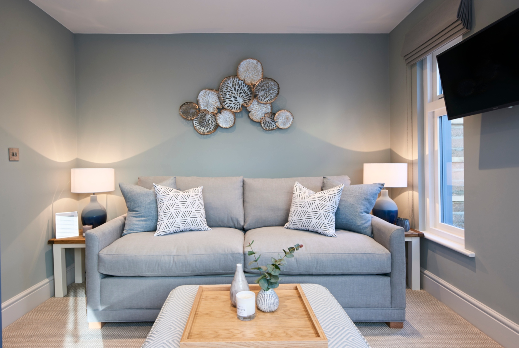 Cosy Snug with grey and blue textures - Interior design